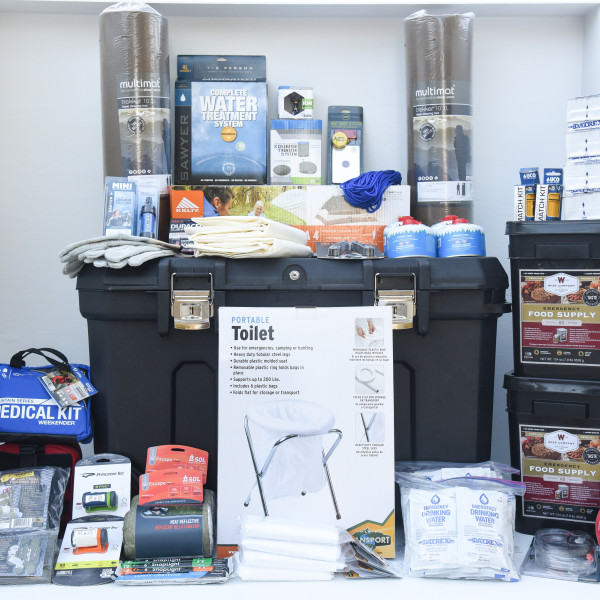 Deluxe Family Home Emergency Kit – Perfect Prepper